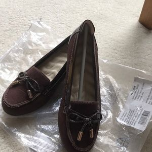 NWT Cushioned loafer